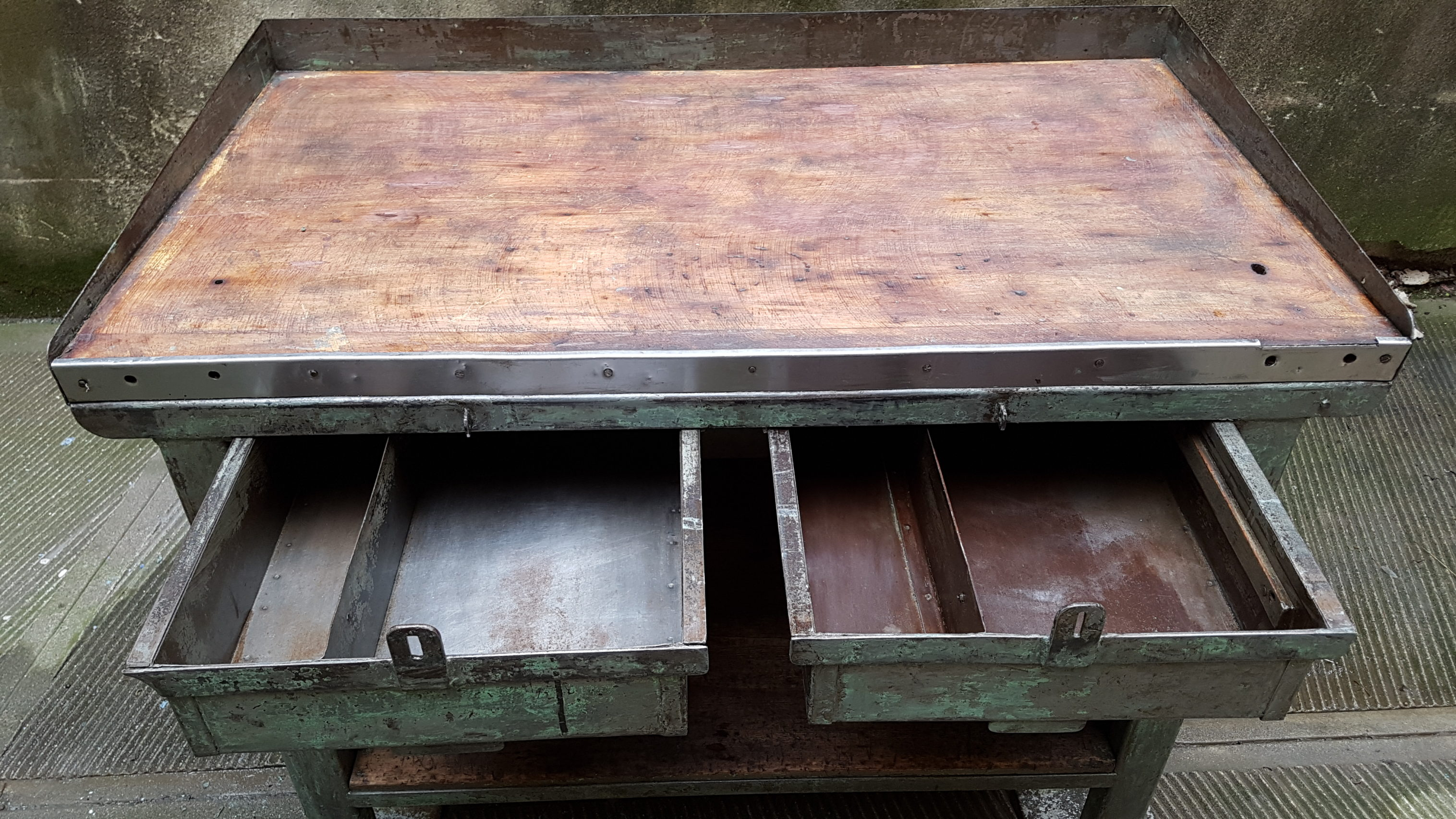 Tavolo da lavoro industriale ex fabbrica neoretr for Mobili industriali vintage