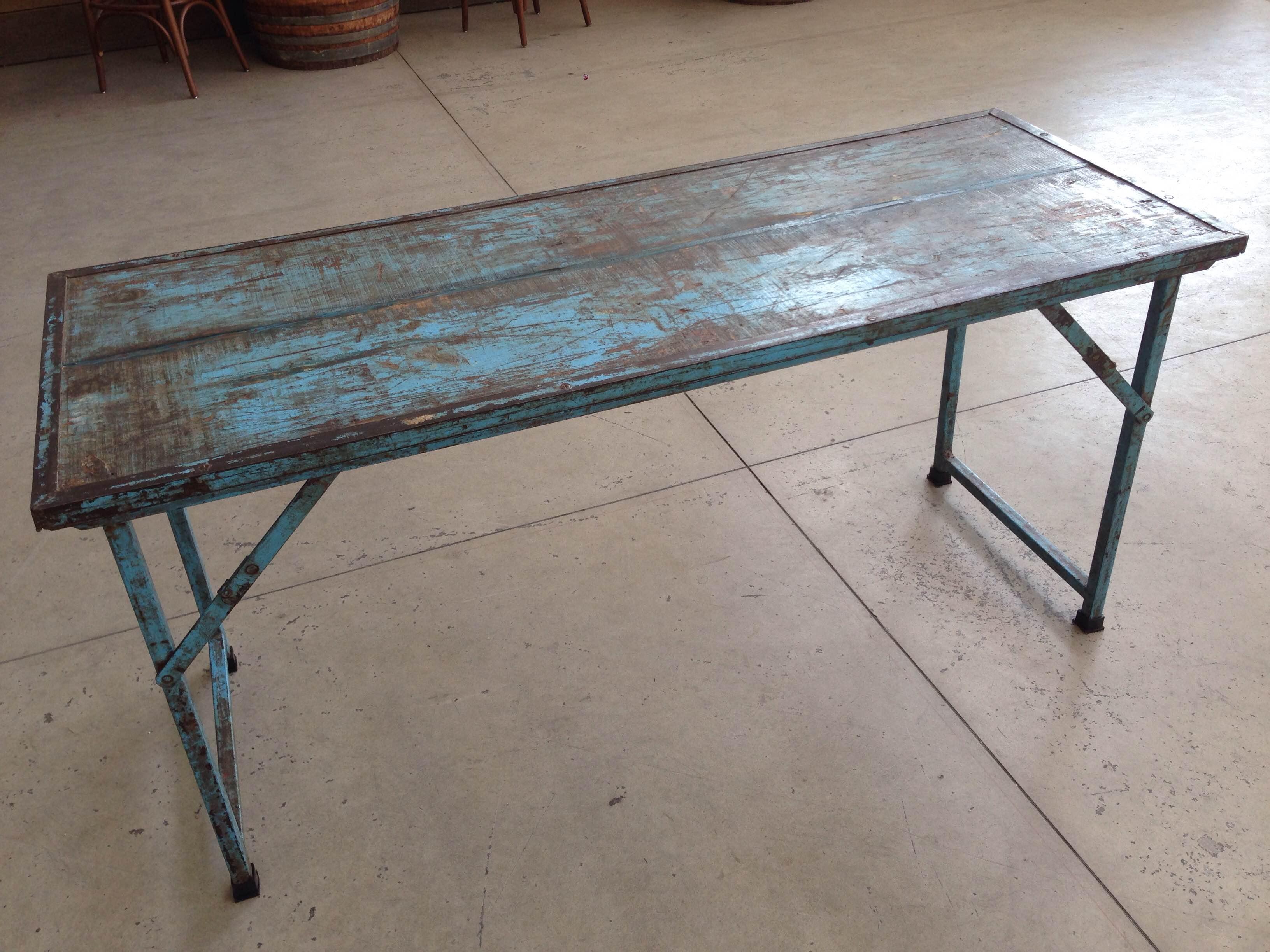 Tavolo pieghevole in legno blu neoretr for Mobili industriali vintage