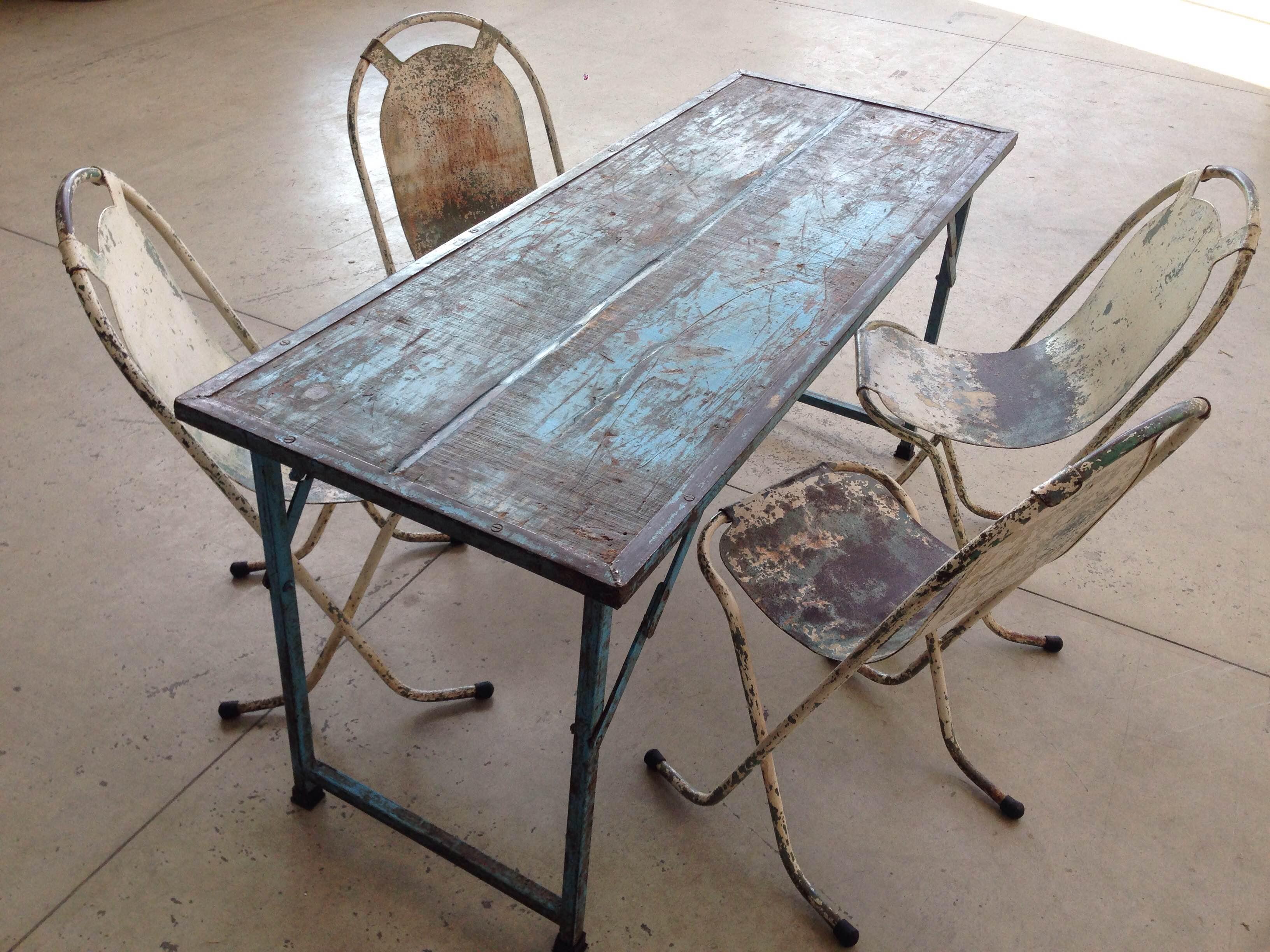 Tavolo pieghevole in legno blu neoretr for Tavolo in legno pieghevole