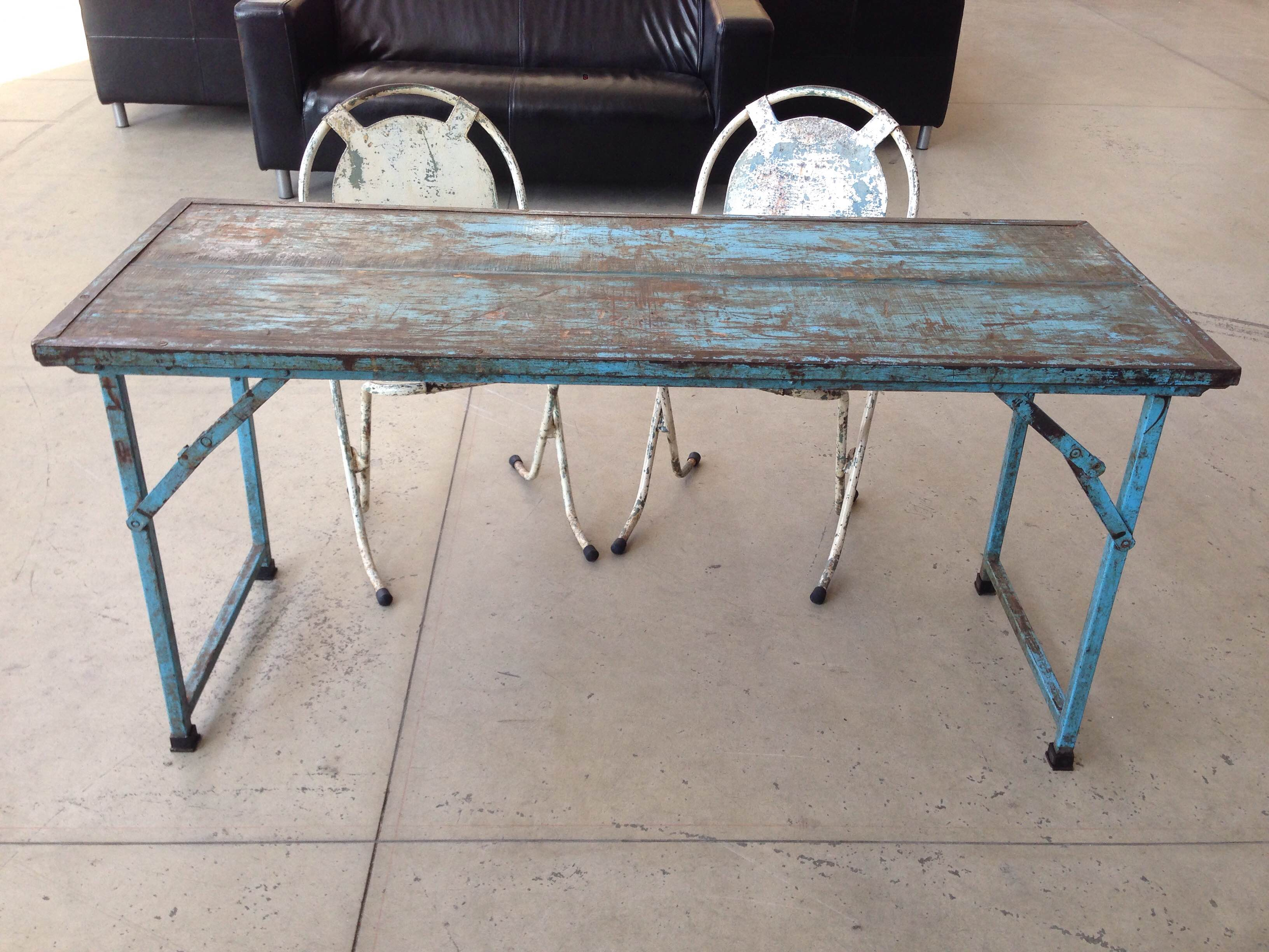Tavolo pieghevole in legno blu neoretr - Tavolo in legno pieghevole ...