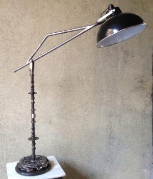 LAMPADA UPCYCLING DA TAVOLO CON BRACCIO REGOLABILE