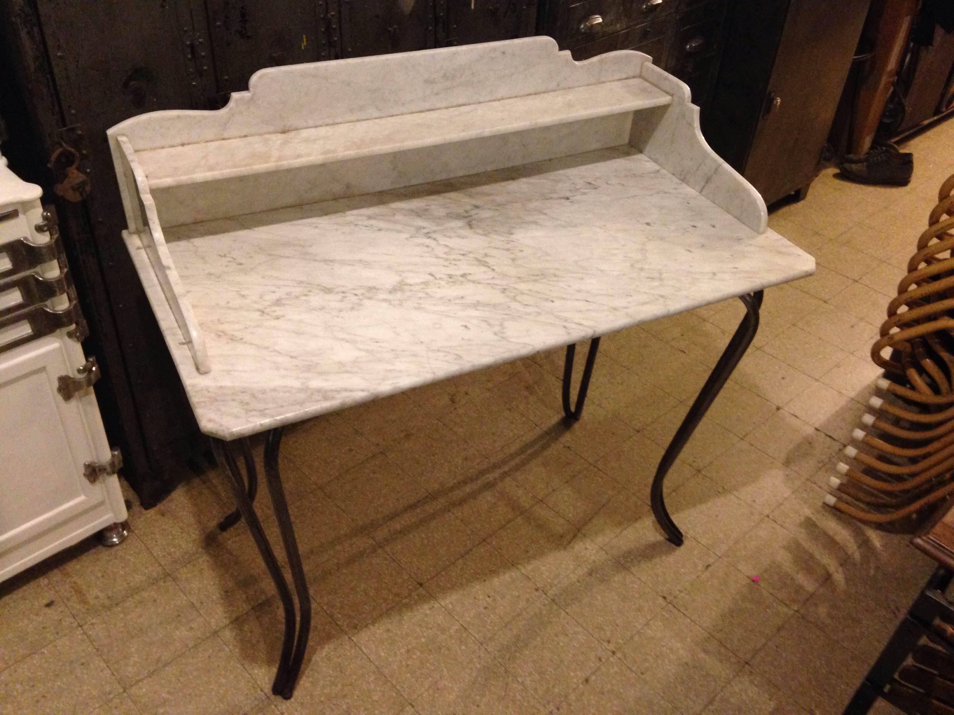 Tavolo da lavoro con ripiano in marmo neoretr - Tavolo da lavoro con ruote ...