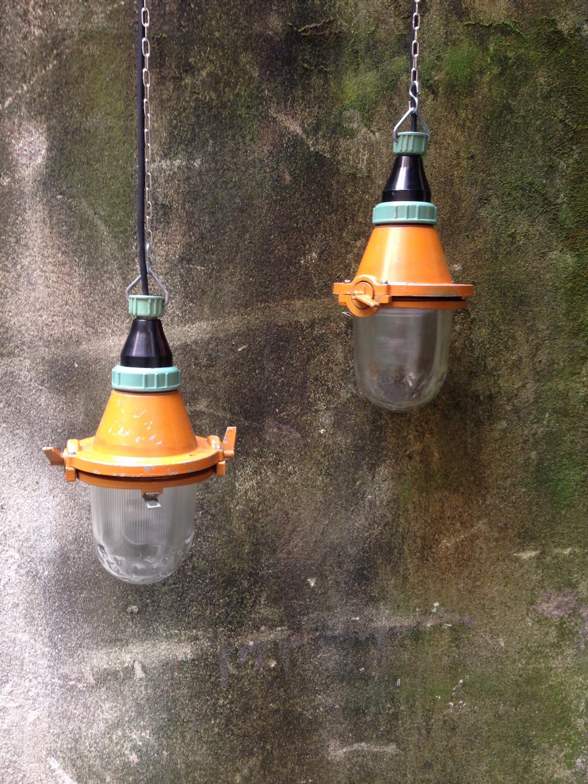 Lampade industriali da sospensione in vetro smerigliato for Lampade da sospensione