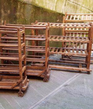 Carrelli legno con ripiani, uso scarpiera, credenza, etagere