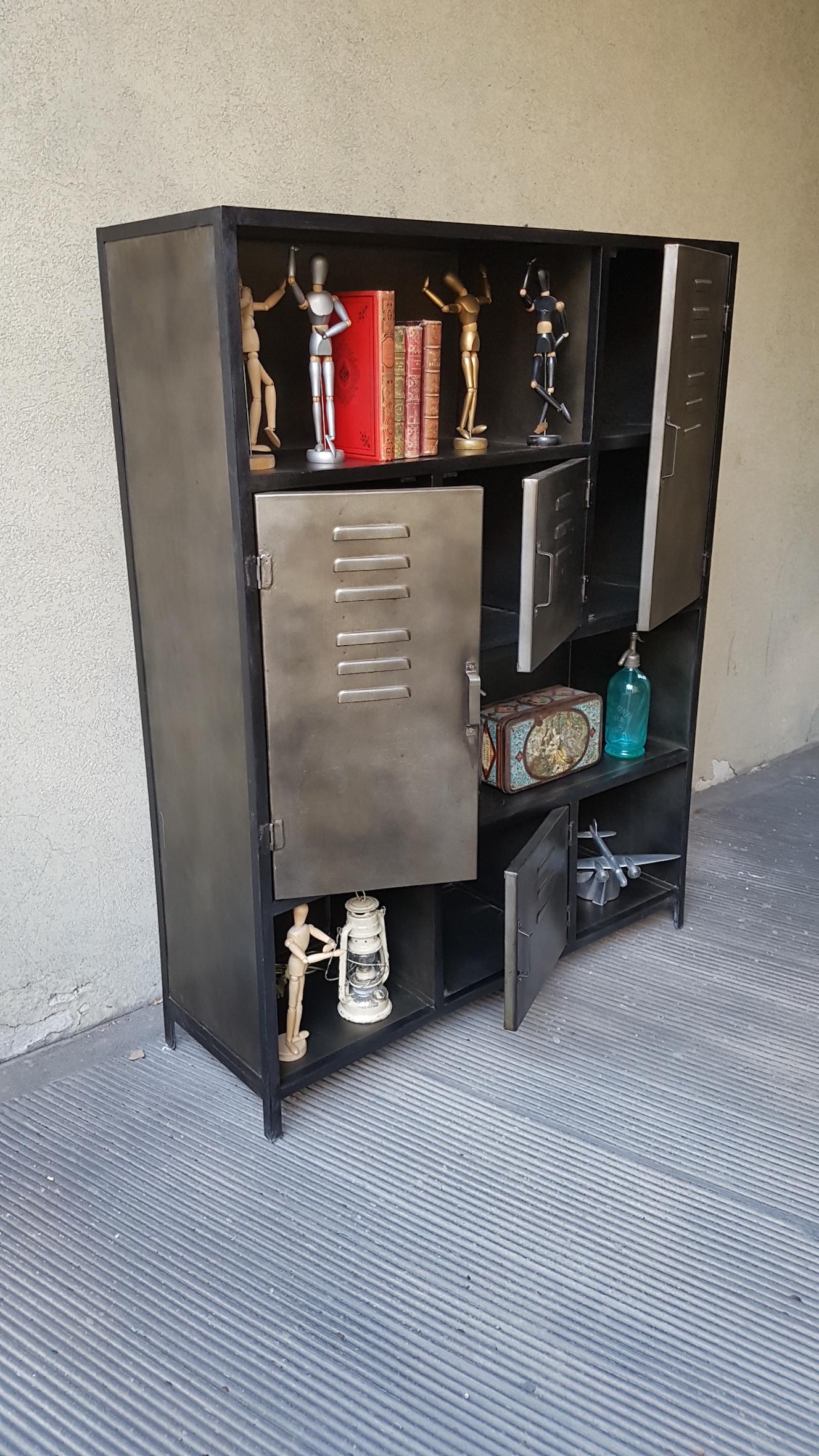 Simple mobile in ferro con vani a vista with mobili in metallo for Mobili in metallo