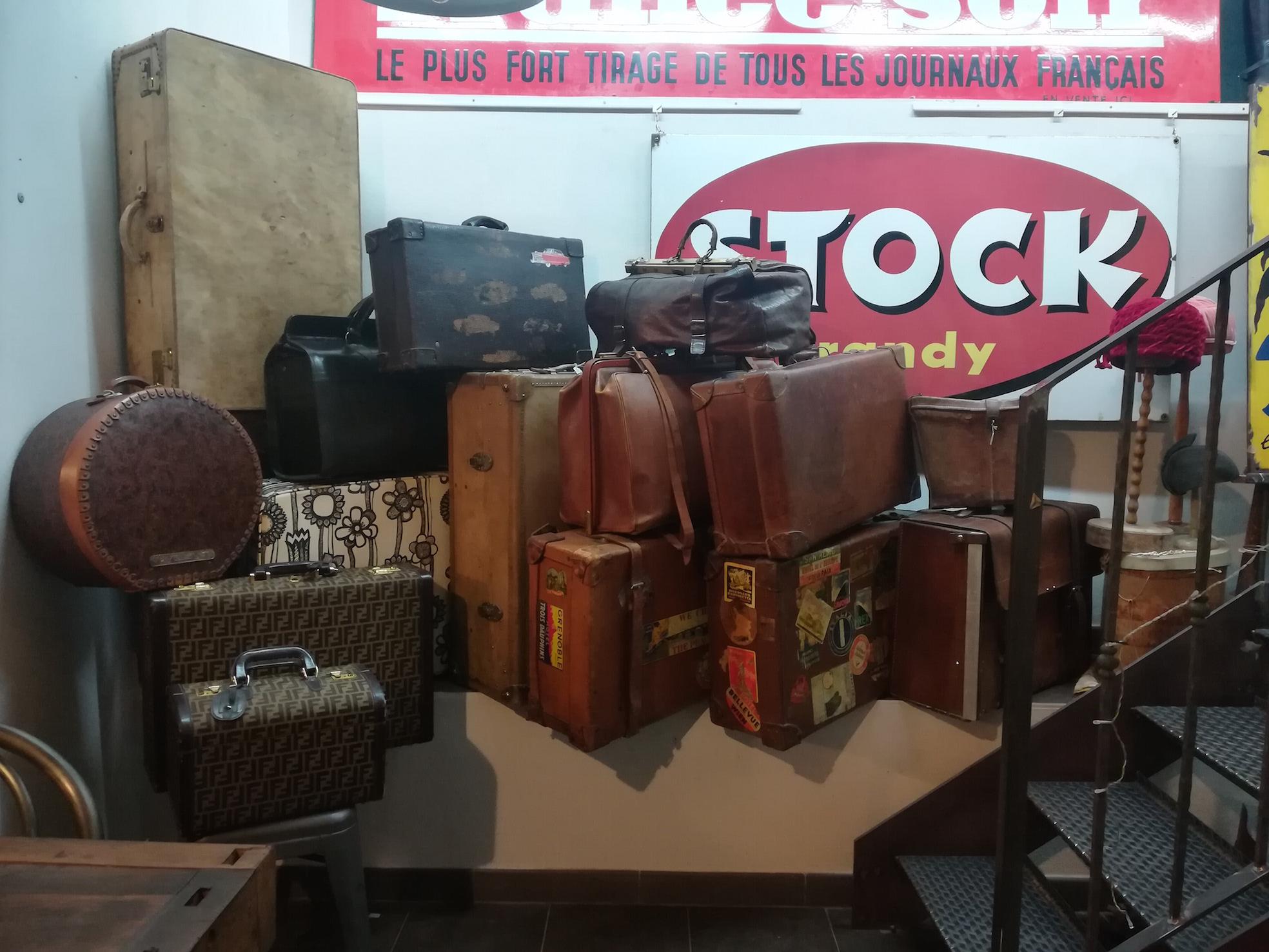 Valigie in cuoio neoretr for Vendita arredamento vintage