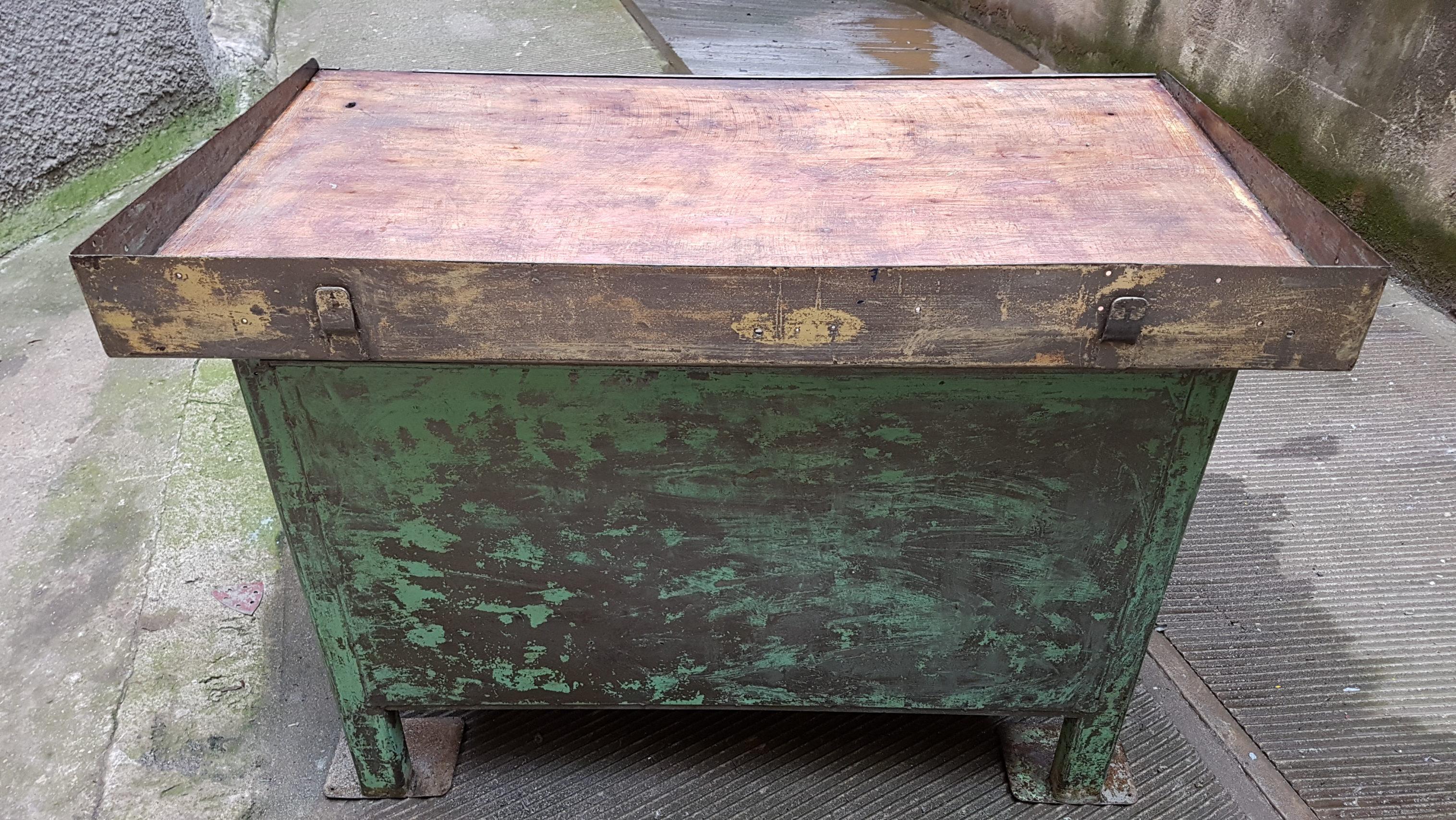 Tavolo Industriale Usato : Banco da lavoro ferro usato banco da lavoro mt con piano in
