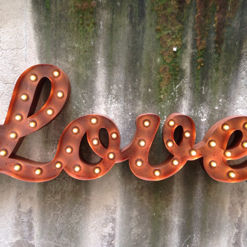 "PAROLA LUMINOSA ""LOVE"""