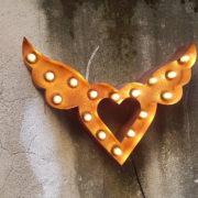 Insegna Simbolo luminoso Cuore con le ali