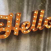 Parola luminosa Hello (Insegna)