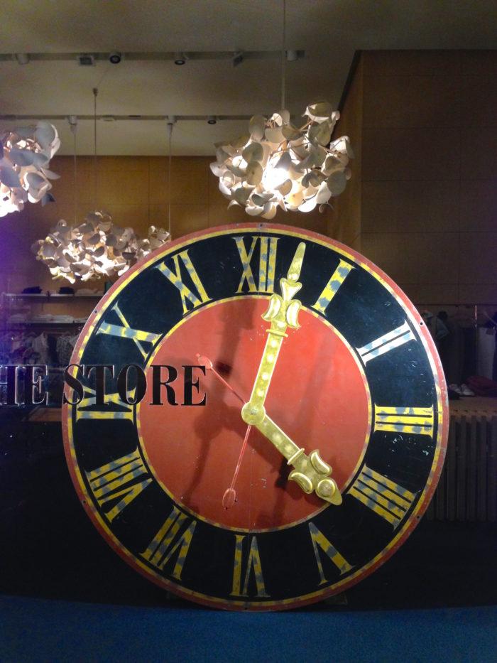 Orologio torre campanaria per allestimento negozio