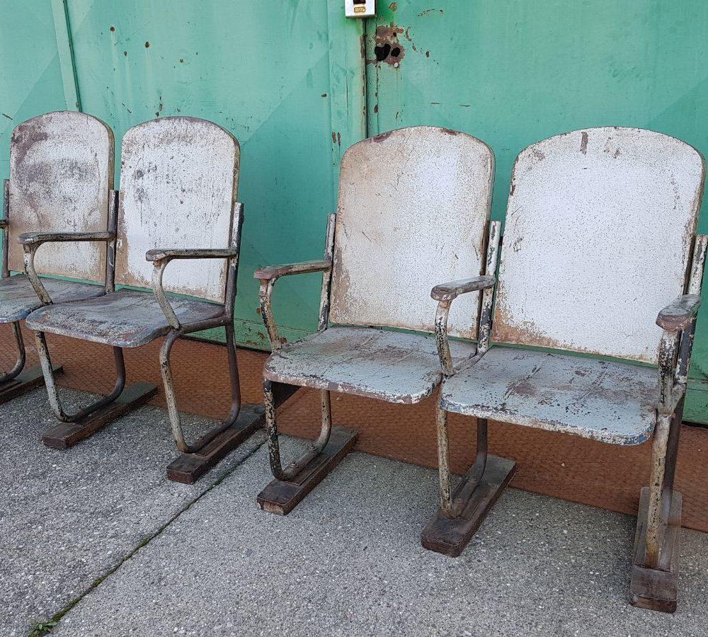 Fila di sedie da cinema in ferro/VENDUTO - NeoRetrò