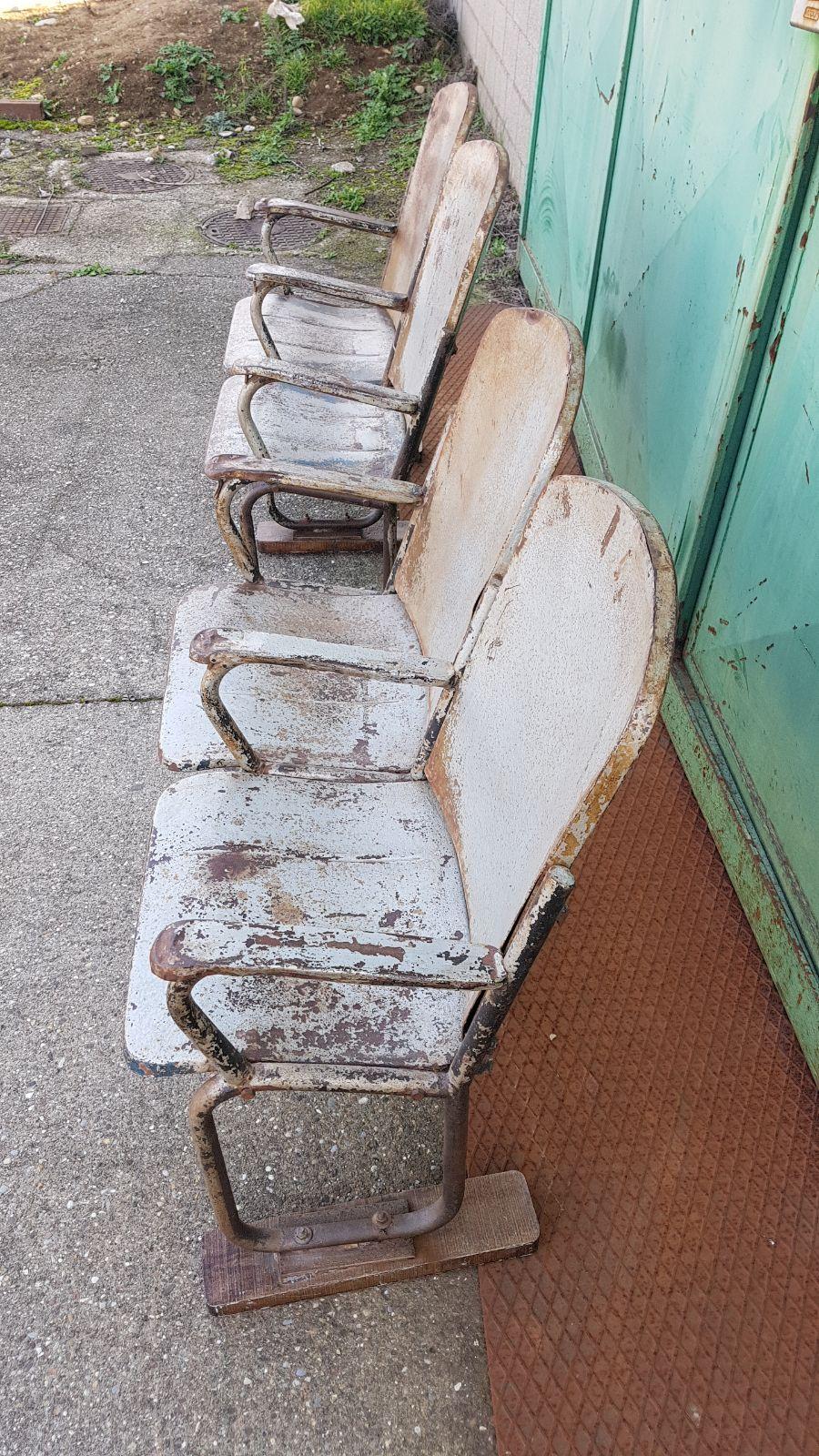 Sedie Da Cinema In Legno.Fila Di Sedie Da Cinema In Ferro Neoretro