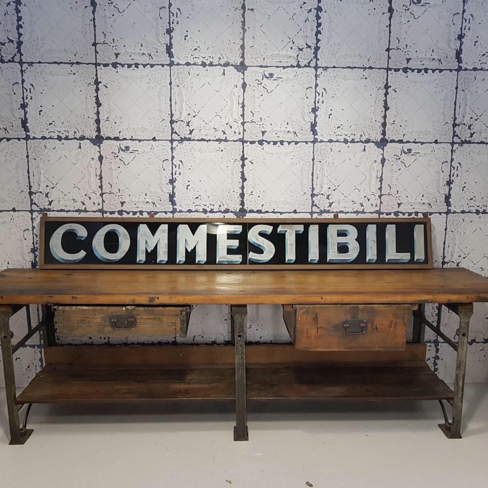 Tavolo da lavoro in legno + Insegna Commestibili