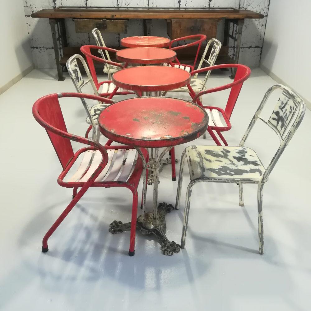 Tavolini tondi rossi vecchio bistrot francese