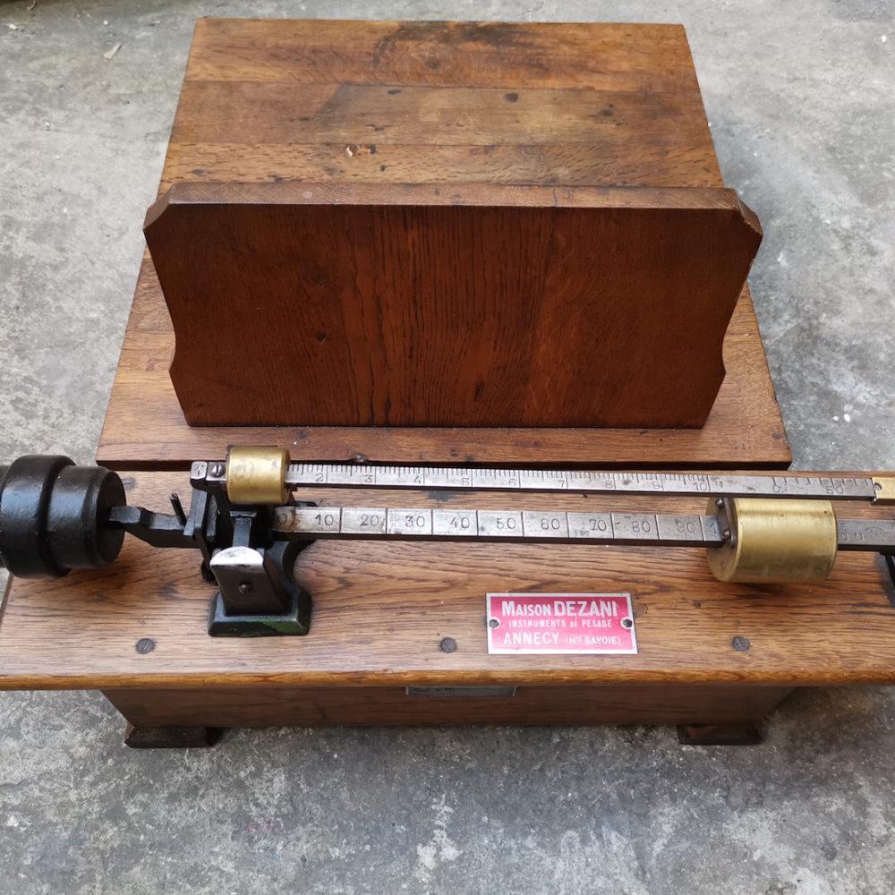 Bilancia legno anni '40
