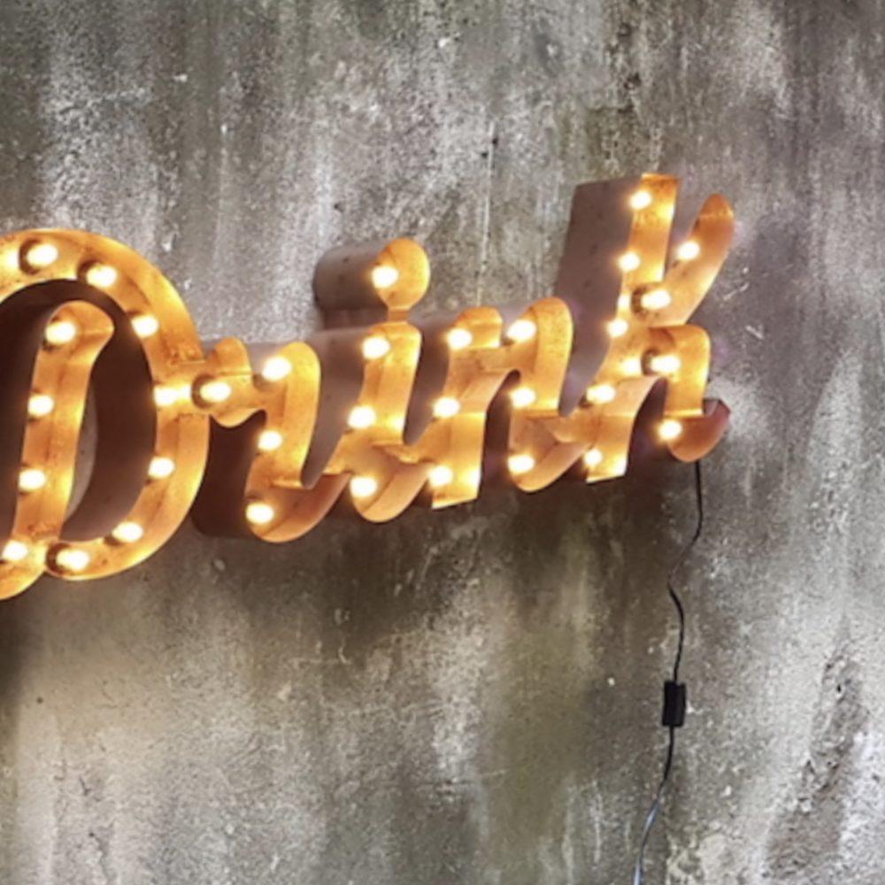 Insegna luminosa 'drink'