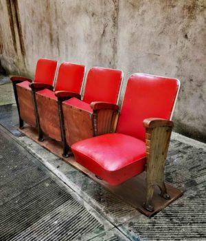 Poltrone rosse da teatro