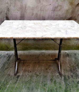 Tavolo da bistrot con piano in marmo